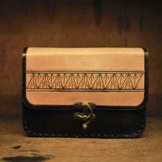 el yapımı deri çanta .farklı modeller için guytu.com dan bize ulaşın :) 60 tl