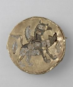 Médaillon avec un griffon en émail ML IXe siècle // agaune // preslav // braelets thessalonique