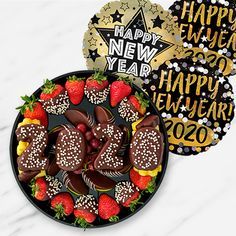 The freshest fruit arrangements: bouquets, chocolate dipped fruit & more. Chocolate Dipped Fruit, White Chocolate, Edible Arrangements, Fresh Fruit, Acai Bowl, Pineapple, Berries, Strawberry, Granny Smith