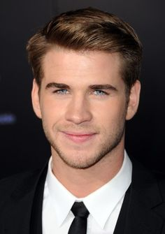 wait. can we just pauz and enjoy life for a second? liam hemsworth