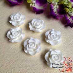 1 Kunststoffcabochon in Rosenform mit flacher Unterseite ideal zum aufkleben. Kann auch gebohrt werden.