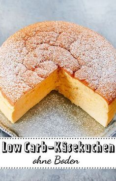 Low Carb-Käsekuchen – das Rezept ohne Boden und Zucker Without cake base and sugar comes our recipe for low carb cheesecake. With less than 5 grams of carbs per serving, this cheesecake is just what you need to lose a few pounds with low carb. Low Carb Desserts, Low Carb Recipes, Diet Recipes, Lunch Recipes, Low Carb Sweets, Frozen Desserts, Cookbook Recipes, Baking Recipes, Cookie Recipes