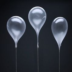 Make your own edible balloons for dessert! Because cake is, like, so five minutes ago. These Edible Helium Balloons Are Dessert From The Future Paper Weaving, Food Garnishes, Humming Bird Feeders, Helium Balloons, Paper Hearts, Edible Flowers, Food Plating, Plating Ideas, Creative Food