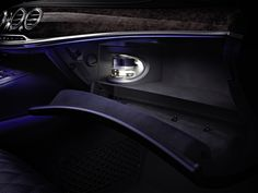 2014 Mercedes S-class scent diffuser. Mercedes says the perfume is atomized in such a way that the smell won't linger when the system is off, and it won't saturate your clothes. Mercedes S Class, Mercedes Benz Models, New Mercedes, New Car Smell, Life Car, Benz S Class, First Car, Perfume, Interior