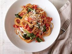 One-Pot Pasta with Spinach and Tomatoes