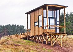 Students Build Reclaimed Tiny Timber Cabin in Norway