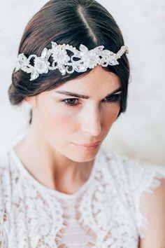 Glanz & Romantik für die Brautfrisur ANJA SCHNEEMANN http://www.hochzeitswahn.de/inspirationsideen/glanz-romantik-fuer-die-brautfrisur-hochzeits-inspirationen-mit-der-neuen-janine-baltzer-kollektion-2016/ #bride #style #wedding