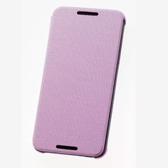 Dzięki połączeniu twardej osłony o wysokiej jakości ze składaną nakładką z materiału to oryginalne etui HTC nie tylko znakomicie chroni HTC Desire 816, ale łatwo zmienia się w podstawkę. Dzięki temu nie musisz trzymać go w dłoni, oglądając filmy, słuchając muzyki czy grając w gry.  Produkt w kolorze różowym.