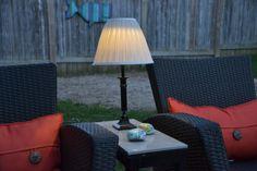 Outdoor lighting - diy solar lamp 100 things 2 do Diy Solar, Solar Light Crafts, Lighting Your Garden, Patio Lighting, Outdoor Lamps, Lighting Ideas, Outdoor Decor, Diy Luz, Solar Patio Lights