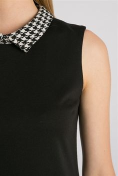 Black dress with Houndstooth collar Work Fashion, Fashion Details, Fashion Design, Fashion Trends, Tartan, Tweed, Beautiful Patterns, Houndstooth, Diy Clothes