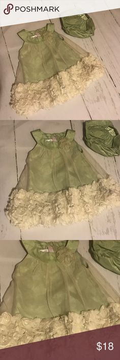 Baby Dress 3-6m Beautiful baby dress by brand Bonnie Baby. Like new condition. Comes with matching diaper cover. So pretty!! Bonnie Baby Dresses Formal