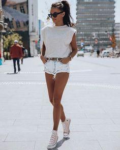 Muscle tee - aposte na tendência fashion com inspirações e faça a sua Cool Street Fashion, All Fashion, Fashion Clothes, Latest Fashion Trends, Fashion News, Fashion Outfits, Womens Fashion, Style Fashion, Luxury Fashion
