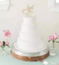 Simply iced tiers with decorative beading between layers