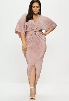 29 plus-size party dresses that will make you want to go 'out, out' - Curvy Party Dresses: Missguided – CosmopolitanUK Source by - Plus Size Wedding Guest Dresses, Plus Size Party Dresses, Dress Plus Size, Plus Size Outfits, Curvy Girl Fashion, Plus Size Fashion, Kimono Fashion, Fashion Outfits, Fashion Goth