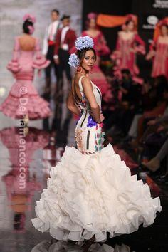 Fotografías Moda Flamenca - Simof 2014 - Carmen Latorre 'Plaza de las flores' Simof 2014 - Foto 15