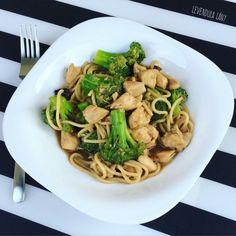 gyors ebéd receptek Spaghetti, Ethnic Recipes, Food, Image, Red Peppers, Essen, Meals, Yemek, Noodle