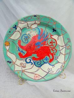 Декоративная тарелка в точечной росписи. Диаметр 35 см. Есть крепление для стены. Цена 3000 рублей.
