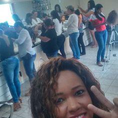 Olha o Povo concentrado!! Fala Galera do Bem!!! Curso de Mega Hair em  Cuiabá-Mato Grosso  Vem Comigo! Aqui é Técnica  #tecnica #aquiétecnica #mulheresempresarias #mulheresempreendedoras  ##cuiabá  #vemcomigo #cursomegahaircuiabá #cursomegahairrj #megahair #nanihairplus #nanishiw #adoro #nóitaliano  #queratina #nagô #entrelace #entrelaçamento #cabelotop #adoro #aprendeesempre