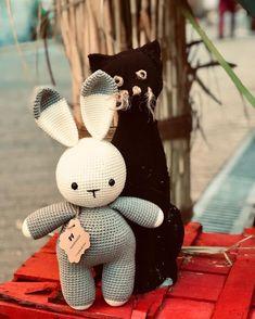 Amigurumi İle Tavşan Minty - Emekce.com Amigurumi Snowman, Disney Characters, Fictional Characters, Rabbit, Christmas Ornaments, Holiday Decor, Amor, Crochet Bunny Pattern, Elephant Drawings