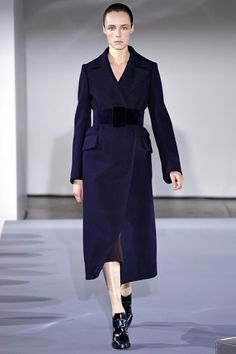 Jil Sander Fall 2013 Ready-to-Wear Collection Photos - Vogue Fashion Week, Look Fashion, High Fashion, Fashion Show, Fashion Design, Classy Fashion, Milan Fashion, Ladies Fashion, Vintage Fashion