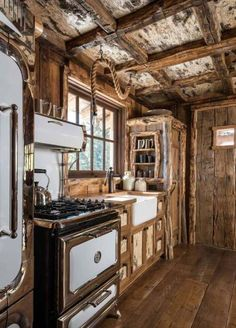 10 Rustic Cabin Kitchens Gallery Rustic Cabin Kitchens - This 10 Rustic Cabin Kitchens Gallery images was upload on October, 9 2019 by admin. Here latest Rustic Cabin Kitchens images . Rustic Cabin Kitchens, Rustic Kitchen Design, Rustic Cottage, Vintage Kitchen, Wooden Kitchen, Cabin In The Woods, Guest Cabin, Log Cabin Homes, Log Cabins
