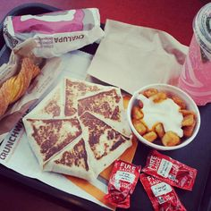 Taco Bell is the love of my life ❤ Taco Bell Recipes, Mexican Food Recipes, Snack Recipes, Snacks, I Love Food, Good Food, Yummy Food, Food Goals, Aesthetic Food