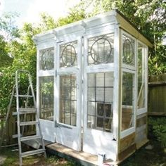Tutorial: making a greenhouse with recycled materials Garden Windows, Winter House, Glass House, Conservatory, Tree Of Life, Recycled Materials, Recycling, Shed, Home And Garden