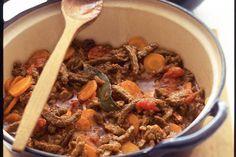 Kijk wat een lekker recept ik heb gevonden op Allerhande! Snelle runderstoof met wortel en puree