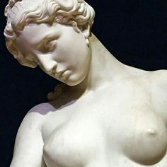 Sappho mourning. Giovanni Dupre. 1857. White marble. Detail.