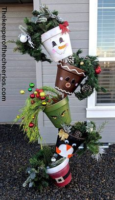 Christmas utensils Turvy pots, clay pots, Christmas pots, gingerbread man, # Check more at ht. Christmas Clay, Diy Christmas Gifts, Christmas Projects, Winter Christmas, All Things Christmas, Christmas Holidays, Christmas Ornaments, Christmas Vacation, Diy Crafts For Christmas