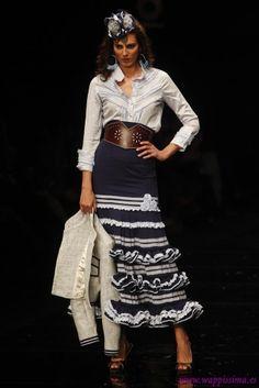 Colección 'Carmen'  por  Margarita Freire  en  Simof 2012 Spanish Fashion, Spanish Style, Margarita, Lace Skirt, Sequin Skirt, Mexican Textiles, Costumes Around The World, Mode Jeans, Modest Dresses
