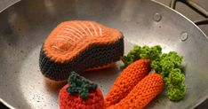 Crochet Diy, Crochet Food, Knitted Hats, Crochet Hats, Wool, Sewing, Knitting, Projects, Couture