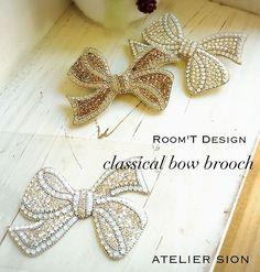 Room'T様考案 【classical bow brooch】 フリーレッスン生徒様作品  誰もが「作りたい❗️」と思うリボンブローチ。オールシーズン使えるのも魅力の一つです。 認定講師9000円/フリー10000円  #グルーデコ  #グルーデコ  #グルーデコ® #スワロフスキー  #習い事