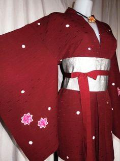 Haori kimono bordeaux con pregiato motivo floreale shibori