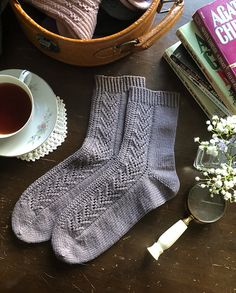 Tea at Bertram's socks pattern by Ambrose Smith - knitting socks , Tea at Bertram's socks pattern by Ambrose Smith Ravelry: Tea at Bertram& socks pattern by Ambrose Smith Hot Soxxs. Knitting Machine Patterns, Knitting Patterns, Crochet Patterns, Knitting Tutorials, Toe Up Socks, My Socks, Knitting Socks, Knitted Hats, Knit Socks