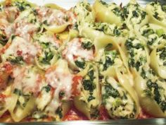 Chicken Stuffed Shells Recipe : How to make stuffed shells  Recipe:  1 bag of jumbo pasta shells  1 jar of your favorite pasta sauce  1 lb boneless/skinless chicken breast  1 cup frozen/fresh spinach  1/2 chopped white onion  1/4 cup chopped green onion  1 egg, lightly beaten  2 cups mozzarella cheese