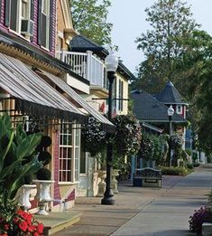 Niagara-on-the-Lake: outside of Niagara Falls, Ontario.  perfect town for shopping and cafe pit-stops!