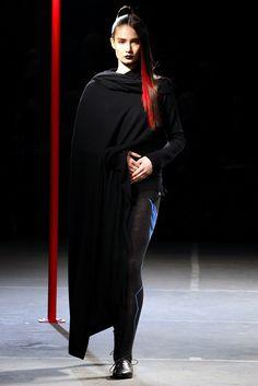 Yohji Yamamoto Fall 2012 Ready-to-Wear Collection Photos - Vogue