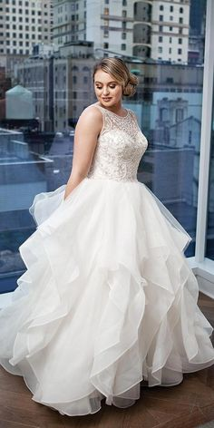 justin alexander wedding dresses 2018 iskra for plus size ball gown illusion neckline beaded top tulle skirt Source by size wedding dresses Asian Wedding Dress, Wedding Dresses 2018, Wedding Dresses Plus Size, Plus Size Wedding, Full Figure Wedding Dress, Wedding Suits, Ball Dresses, Ball Gowns, Mantel Vintage