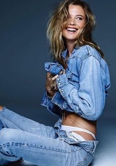 Behati rocking the classic look, denim on denim! Jeans Bleu, Mode Jeans, Behati Prinsloo, Denim Editorial, Editorial Fashion, Denim Studio, Photography Poses, Fashion Photography, Modeling Fotografie