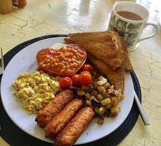 [Homemade] Vegan full English breakfast with garlic potato grits Bloody Mary baked beans and tofu scramble