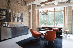 A shared office space for entrepreneurs in Toronto : Workplace One.