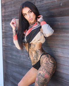 Девушка модель с татуировками девушка модель в минске работа