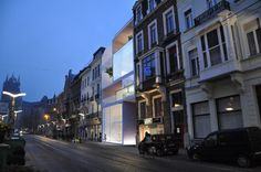 """Located in the heart of medieval Ghent city, a heartless 70? building dislocates a 19th century street. The brief: integrating 4 luxury apartments and an ex..."