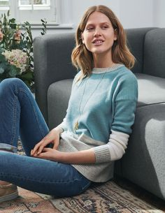 Get cosy with our range of knitwear for women at Boden. Our lightweight layers, winter-ready knits and cashmere jumpers will be your cold-weather saviours. Boden Women 2018, 1950s Inspired Fashion, Ad Fashion, Autumn Clothes, Cashmere Jumper, Sweater Fashion, Pulls, Latest Fashion Trends, Jumpers