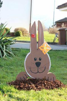Garten-Dekoration aus Tonkarton-Stand-Osterhase mit Schmuck