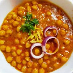 Chana Masala is the most famous dish in India as well as in the world. It is also known as channay, chole masala, chole or chholay. This dish is a healthy mixture of chickpeas, Indian Food Recipes, Easy Recipes, Easy Meals, Ethnic Recipes, Garam Masala, Chana Masala, Tandoori Roti, Dishes To Go, Main Course Dishes