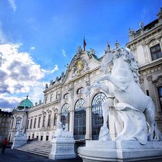 #FlashBackFriday Oh, the amazing #Vienna (#Austria)! Last year when we and our friends went on a #EuroTrip this destination completely blew our minds! No wonder that this city is often mentioned as TOP-5 European cities that you must visit! Visiting this city should be on every traveler's bucketlist and if you're blessed to do this together in a van with your best friends - then you're sure you're gonna have memories for the rest of your life!! ❤️❤️ Thanks for @tomas_balc for onc...