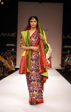 Gaurang Shah is known for beautiful textile details and bold colors. This year at the Lakme Fashion Week, Mr. Shah brought us the world of Gujarati textiles, known as patola. Phulkari Saree, Ikkat Silk Sarees, Indian Attire, Indian Ethnic Wear, Indian Beauty Saree, Indian Sarees, Ethnic Fashion, Asian Fashion, Saree Fashion