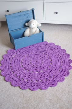 Crochet Rug inspiration-made with doubled cotton 4 ply. Crochet Doily Rug, Crochet Carpet, Crochet Home, Tapete Doily, Crochet Projects, Craft Projects, Crochet Storage, Rug Inspiration, Handmade Rugs